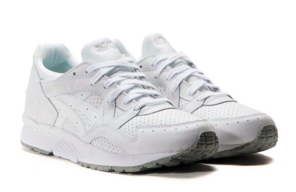 Белые кроссовки Asics