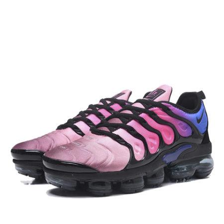 Разноцветные кроссовки Nike